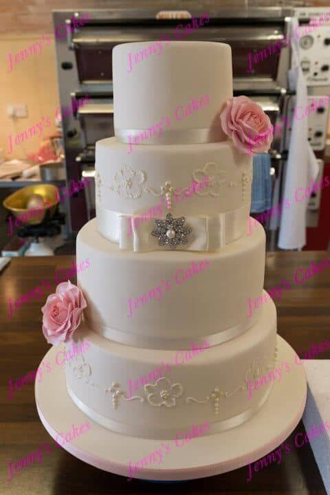 Elegant Wedding cake with Brush Embroidery Detail